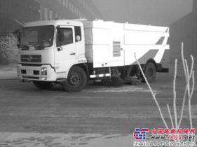 石煤机公司自主研发的洗扫车上路扫雪