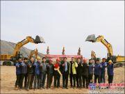 徐工大吨位挖机批量交付新疆重点工程项目