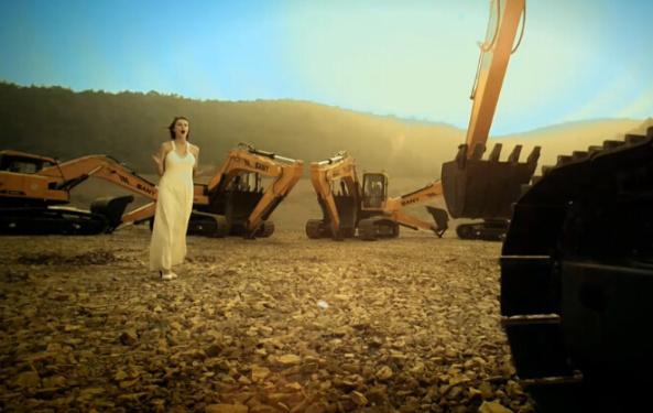 见证爱情的三一挖掘机