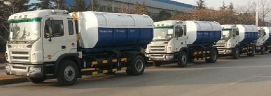 徐工环境公司车厢可卸式垃圾车批量出口西非