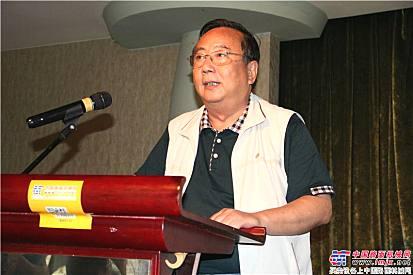 中国散协常务副理事长兼秘书长丁建一