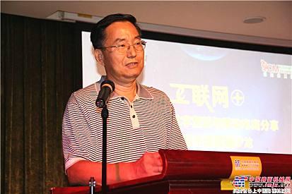 中国工程机械工业协会筑路机械分会秘书长张西农