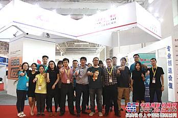 中国路面机械网、工程机械电商网参展员工合影