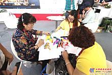 展会中客户绘画中车北京时代产品
