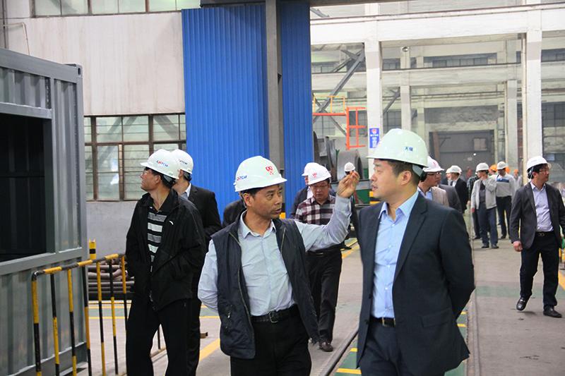 无锡锡通工程机械有限公司陆元明董事长参观无锡雪桃工厂
