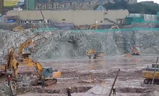 万达广场的日立870挖掘机