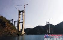 贵州红水河大桥建设中的川建塔机雄姿