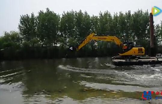 柳工挖掘机划船