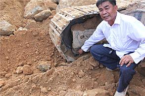 玉林陆川采石场:谭增贵现场指出防脱链厚度上的改进