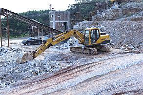 玉林陆川采石场:在现场的玉柴挖掘机
