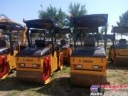 国机洛建压路机助力内蒙古公路建设