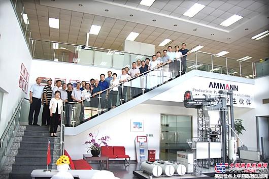 峰会高层领导在安迈(上海)工厂合影