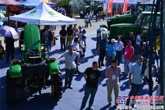 约翰迪尔高品质设备风靡2016新疆农业机械博览会 约翰迪尔服
