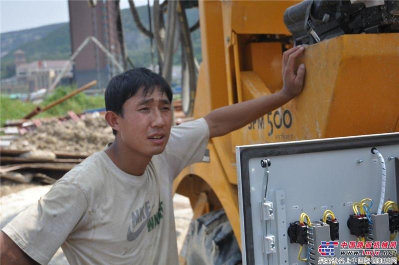 大象喷湿机济南站施工人员