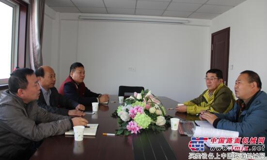 中国路面机械网记者采访商会高层领导
