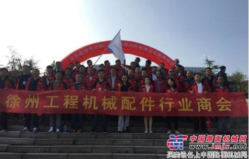 青州展会大门口集体合影