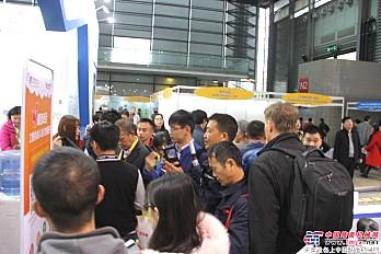 中国路面机械网位于N2-375的展位前人潮涌动