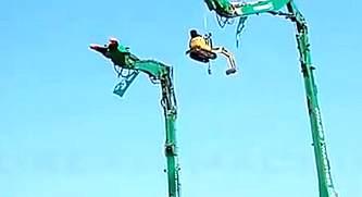 飞起来的小挖掘机!