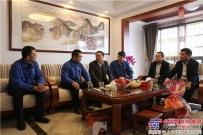 玉林市市长苏海棠慰问玉柴全国劳模池昭就