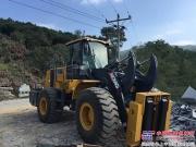 徐工首台国III石材叉装机服务中国最大采石场