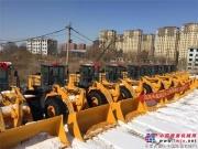 晋工装载机批量交货,服务东北除雪作业