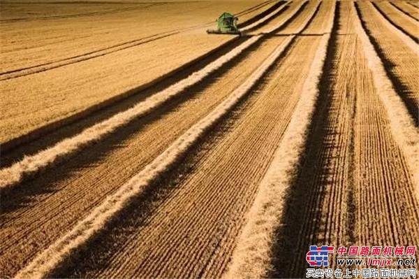 大步流星!约翰迪尔AutoTrac自动导航助您迈入智能农业