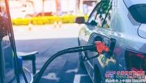 国内成品油价格下调 加满一箱油可节约7元