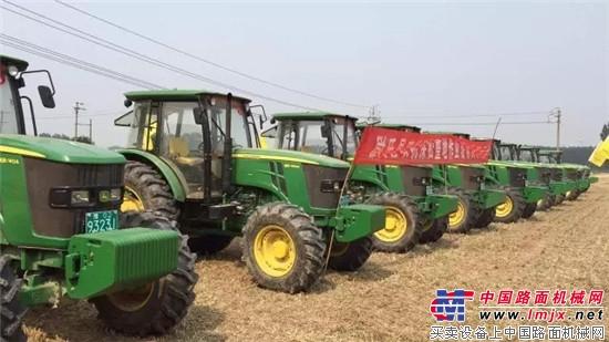约翰迪尔助力开封市尉氏县农机深松相伴耕耘之路 约翰迪尔天津工厂第4万台拖拉机交付用户