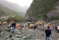 茂县山体垮塌100多人被埋 工程机械紧急救援