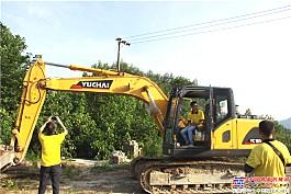 服务人员留存挖机施工视频