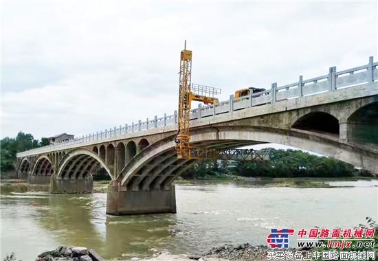 徐工桥检车保障祖国交通安全