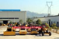 厦工道路机械批量出口柬埔寨发车