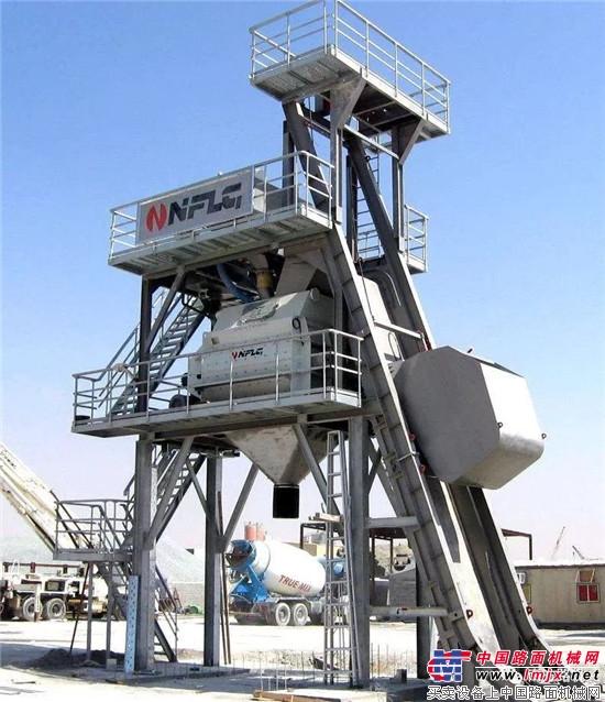 南方路机斗提式混凝土搅拌站  南方路机NFI1111履带移动