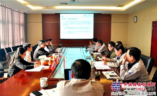 国机重工集团公司王伟炎总经理率集团工作组到洛阳公司现场办公