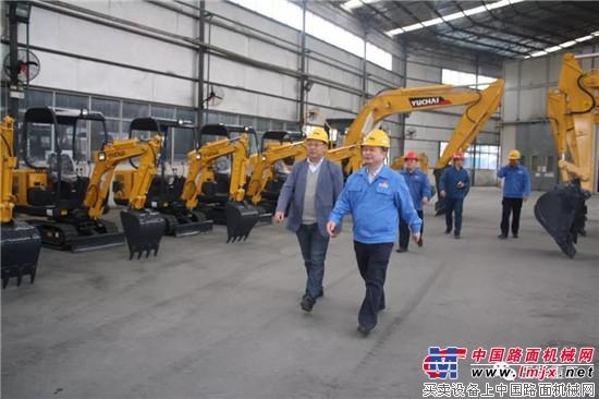 中国工程机械工业协会挖掘机分会常务副会长兼秘书长李宏宝莅临玉柴重工参观指导
