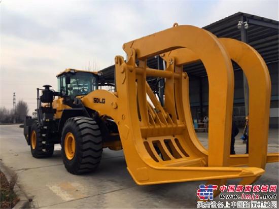 山东临工LFT30大型夹木机成功下线,尚属国内首例!