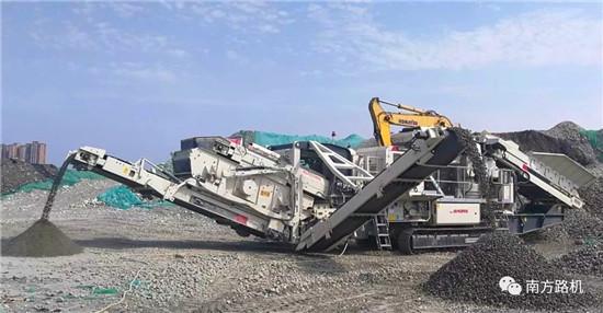 南方路机履带圆锥式破碎机应用于鹅卵石破碎项目