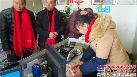 雷沃谷神新品引来客户春节前抢购热潮