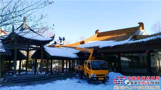 还在等雪?不如与柳工起重机一起来场热雪之旅!