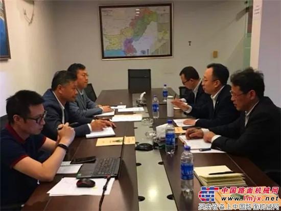 中交西筑董事长杨向阳在卡拉奇会见中国港湾办事处总经理王小平