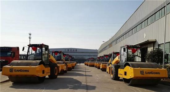 """柳工出口18台大吨位压路机 助力""""一带一路""""建设"""