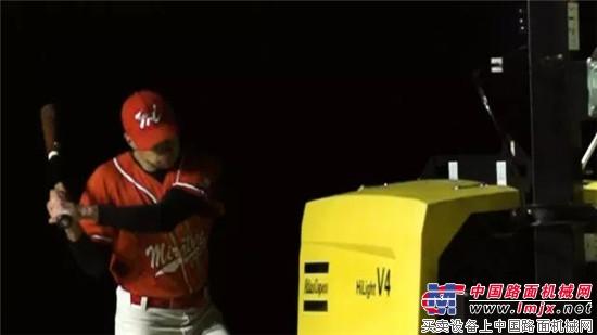 棒球队的小伙子们,你们竟然这样对待阿特拉斯·科普柯照明灯车?