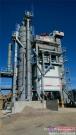 """站在""""玻利维亚帕迪亚—埃尔萨尔托公路工程""""施工中的西筑JD2000搅拌设备"""