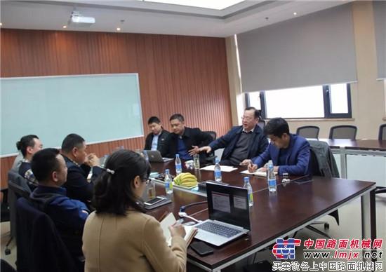 山东临工董事长王志中深入市场一线考察调研