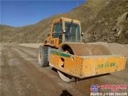 中大机械36吨单钢轮压路机在青海扎倒高速路基补强