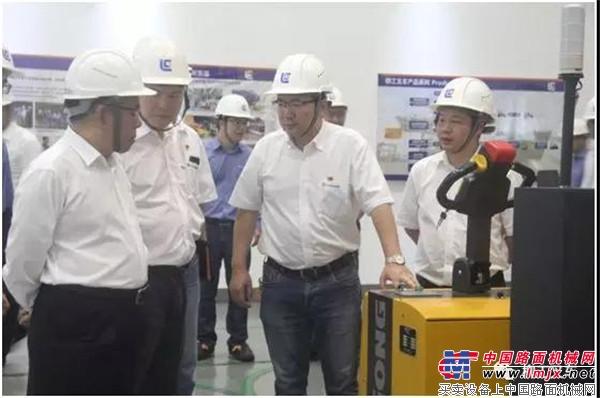 柳工集司董事长曾光安、股司总裁黄海波莅临叉车公司调研指导 点
