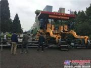 中大机械DT2000摊铺机在菏泽中华路上水稳超宽度大厚度摊铺展风采