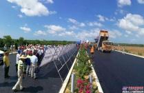 海南橡胶沥青路面施工工艺控制现场观摩暨交流会在琼乐高速B5合同段(中交二公局)进行