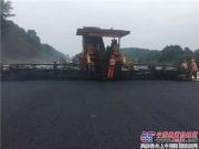 中大机械摊铺压实设备岳阳高速施工得到岳阳市长等领导高度赞赏!