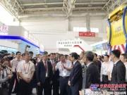 徐工防撞缓冲车惊艳亮相2018北京交通展